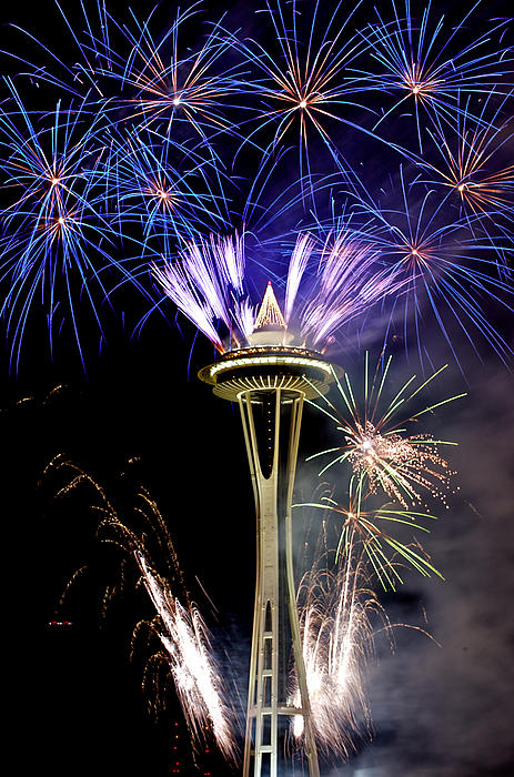 new-year-fireworks-2012-on-space-needle--3-hisao-mogi