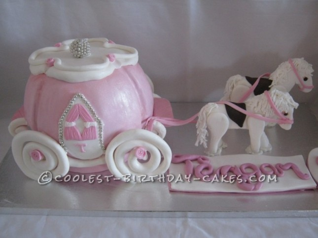 princess-carriage-and-horses-7887-800x600