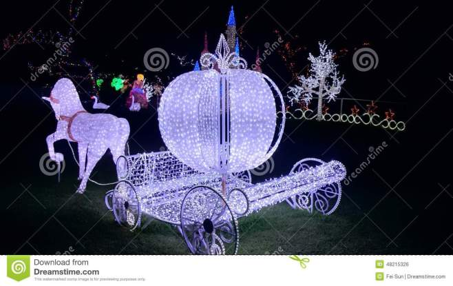 christmas-light-show-cinderella-horse-carriage-lights-hunter-valley-gardens-48215326